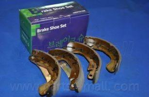 Комплект тормозных колодок PARTS-MALL PLC-004